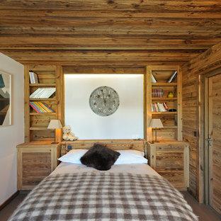 Idées déco pour une chambre montagne avec un mur blanc.