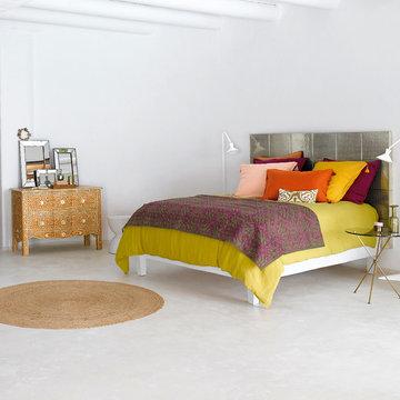 Chambre aux couleurs acidulées, boutis brodé