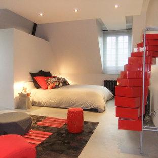 Foto de dormitorio principal, contemporáneo, de tamaño medio, con suelo de cemento, paredes grises, chimenea tradicional, marco de chimenea de hormigón y suelo gris