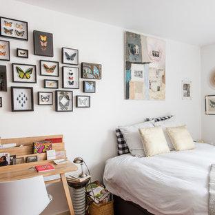 Inspiration pour une chambre bohème avec un mur blanc.