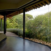 Chambre et salle de bain ouverte sur un jardin ...