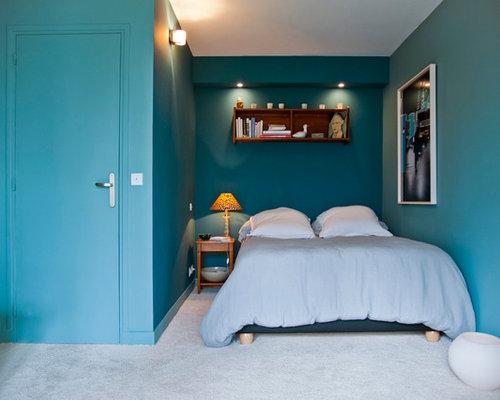 Chambre avec moquette avec un mur bleu photos et id es for Taille minimum d une chambre