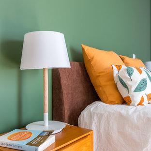 Midcentury bedroom in Bordeaux.