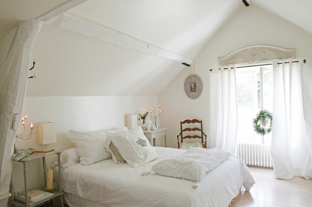 Shabby-chic Style Bedroom by Catherine Sandin
