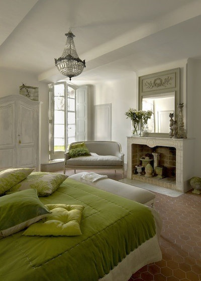 Country Bedroom by Décoration et provence