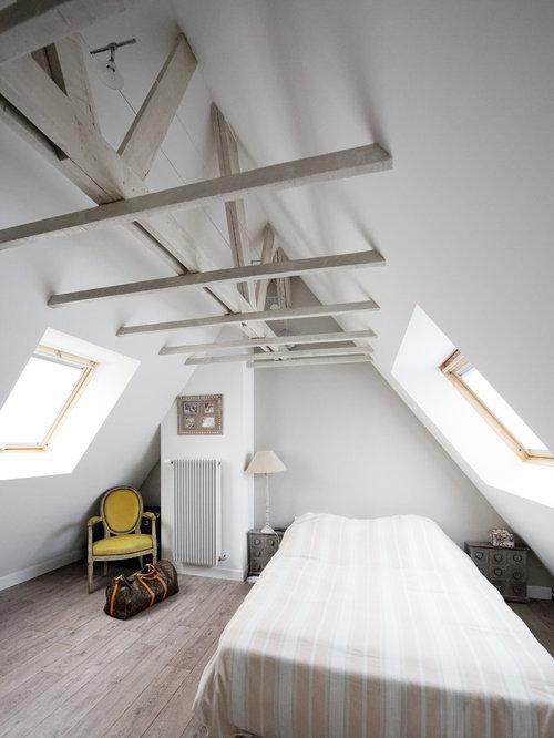 chambre mansard e ou avec mezzanine avec un sol en linol um photos et id es d co de chambres. Black Bedroom Furniture Sets. Home Design Ideas