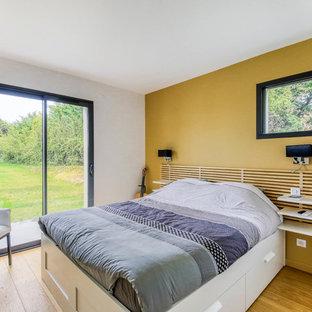 Chambre contemporaine avec un mur jaune : Photos et idées déco de ...