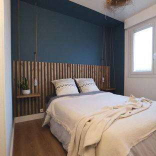 ボルドーの小さいミッドセンチュリースタイルのおしゃれな寝室のレイアウト