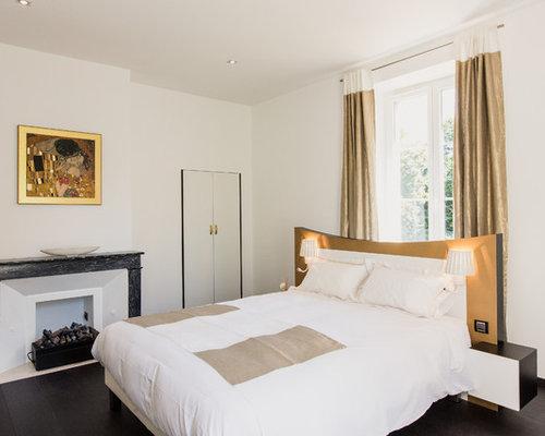 cette image montre une chambre adulte design de taille moyenne avec un mur blanc et un