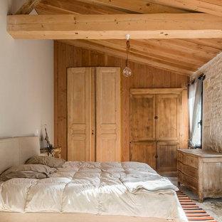 Cette photo montre une chambre méditerranéenne avec un mur blanc et un sol gris.