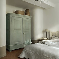 mediterranean bedroom by Décoration et provence