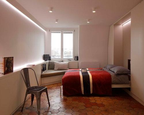 Chambre contemporaine avec un sol en carreau de terre for Un carreau de terre