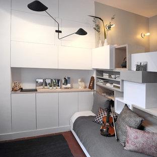 Idées Déco Pour Une Petite Chambre Parentale Contemporaine Avec Un Mur Gris  Et Un Sol En
