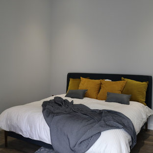 This is an example of a small transitional guest bedroom in Bordeaux with grey walls, ceramic floors and brown floor.