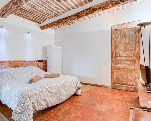 chambre campagne avec un sol en carreau de terre cuite photos et id es d co de chambres. Black Bedroom Furniture Sets. Home Design Ideas