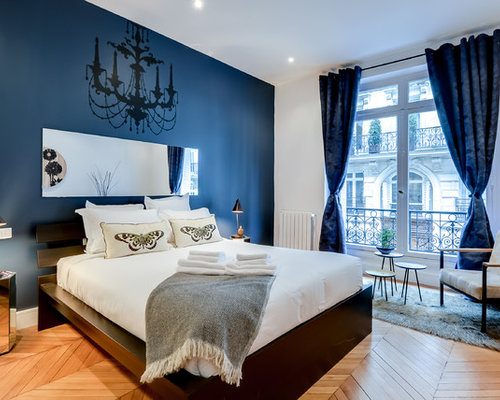Chambre contemporaine avec un mur bleu photos et id es for Chambre contemporaine adulte