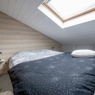 Foto de dormitorio tipo loft, actual, con paredes negras y suelo de cemento