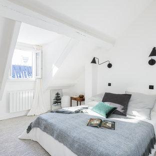Idées déco pour une chambre scandinave de taille moyenne avec un mur blanc et un sol gris.