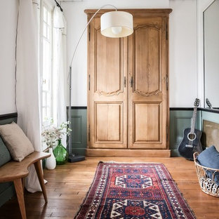 Inspiration for a large contemporary master bedroom in Paris with green walls, light hardwood floors and brown floor.