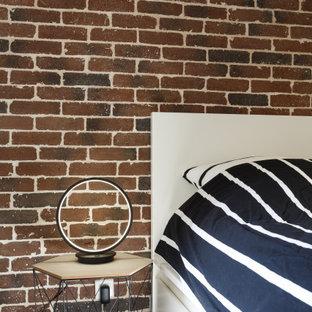 Imagen de habitación de invitados actual, de tamaño medio, con paredes blancas, suelo de linóleo y suelo marrón