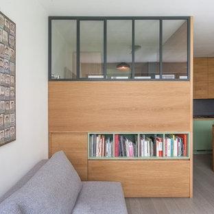 Foto de dormitorio tipo loft y madera, escandinavo, pequeño, madera, con suelo de madera pintada, suelo gris y madera