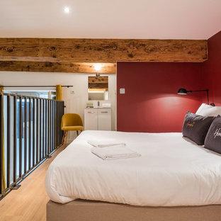 Chambre avec un mur rouge : Photos et idées déco de chambres