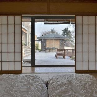 Immagine di una grande camera matrimoniale etnica con pavimento in tatami