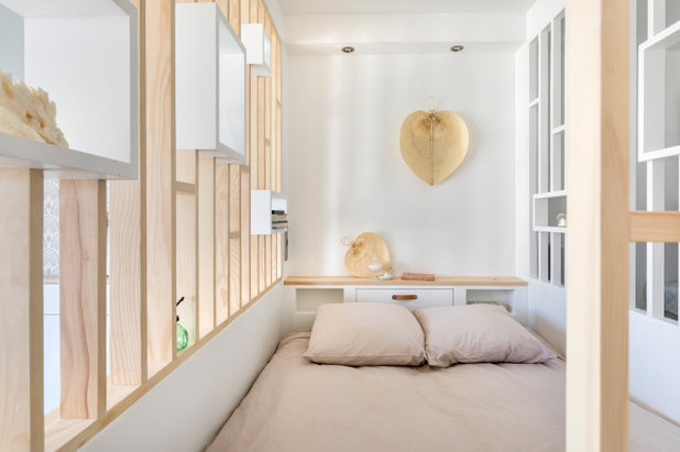 Contemporary Bedroom by Décodage Création