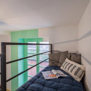 Foto de dormitorio tipo loft, nórdico, pequeño, con paredes verdes