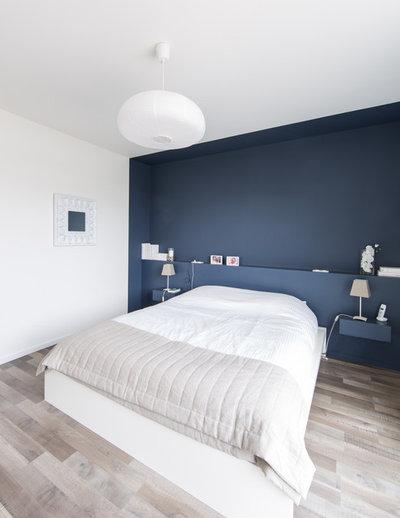 Contemporary Bedroom by Atelier Form - Architectes DESL