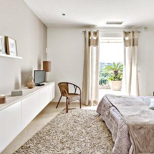 Imagen de dormitorio principal, nórdico, de tamaño medio, con paredes verdes y suelo de mármol