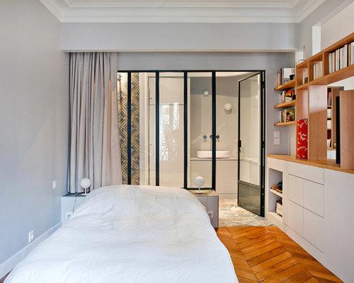 ides dco pour une chambre adulte contemporaine de taille moyenne avec un mur gris et un - Chambre Avec Verriere