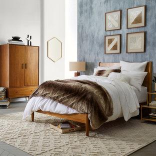 Foto de dormitorio principal, tradicional renovado, de tamaño medio, sin chimenea, con paredes grises y suelo de madera pintada