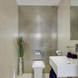 Inspiration för ett litet funkis toalett, med ett väggmonterat handfat, en vägghängd toalettstol, klinkergolv i porslin och kakel i metall