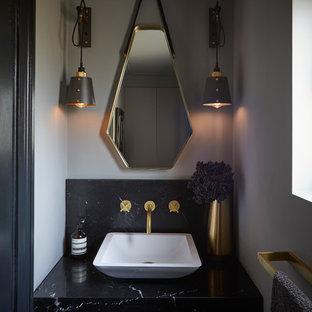 На фото: маленькие туалеты в современном стиле с серыми стенами, настольной раковиной, мраморной столешницей, черной столешницей, черной плиткой и мраморной плиткой