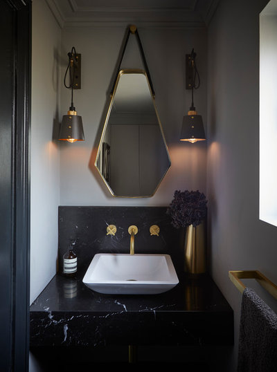 Contemporary Toalett by Cherie Lee Interiors