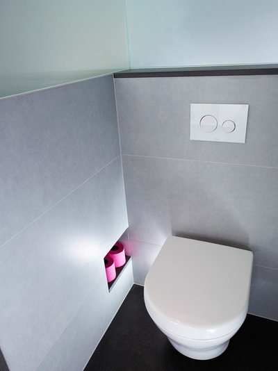 Modern Gästetoilette by SAPPHIRE SPACES l bulthaup Exeter