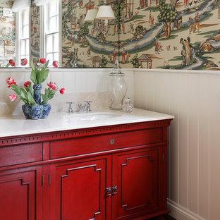 ドーセットのアジアンスタイルのおしゃれなトイレ・洗面所 (家具調キャビネット、赤いキャビネット、無垢フローリング、アンダーカウンター洗面器、茶色い床) の写真