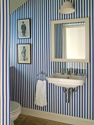 ヴィクトリアン トイレ・洗面所 by Clare Gaskin Interiors