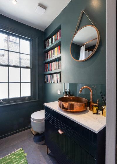 Современный Туалет by Sara-Int Renovations Ltd