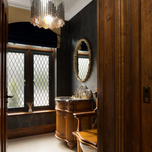 Lindenwood Manor - Bathroom with Throne Toilet