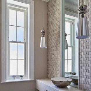Immagine di un grande bagno di servizio contemporaneo con piastrelle grigie, piastrelle di pietra calcarea, pareti grigie, pavimento in marmo, lavabo a bacinella, top in marmo, pavimento grigio e top grigio