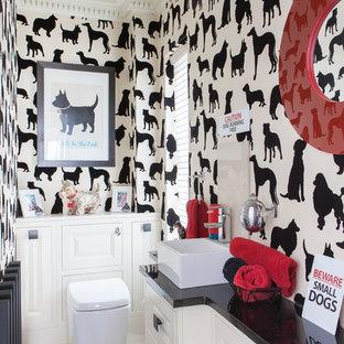 Idée de décoration pour un WC et toilettes bohème avec une vasque.