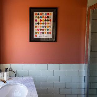 На фото: маленький туалет в стиле фьюжн с фасадами с утопленной филенкой, серыми фасадами, раздельным унитазом, зеленой плиткой, керамической плиткой, консольной раковиной, мраморной столешницей и напольной тумбой