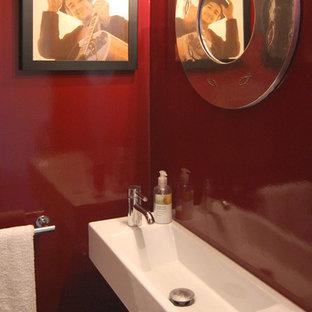 Неиссякаемый источник вдохновения для домашнего уюта: маленький туалет в стиле модернизм с красными стенами и подвесной раковиной