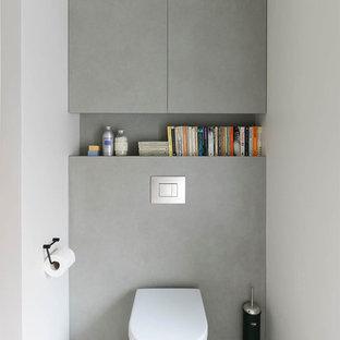 Inspiration för ett litet funkis toalett, med en vägghängd toalettstol och ett piedestal handfat