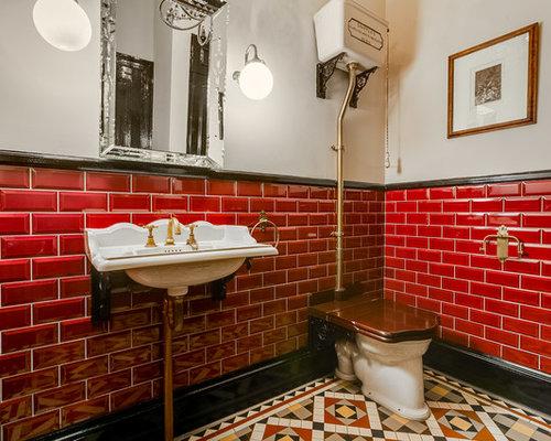 Bagno con piastrelle rosse e pareti grigie foto idee arredamento