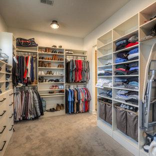 Lantlig inredning av en garderob