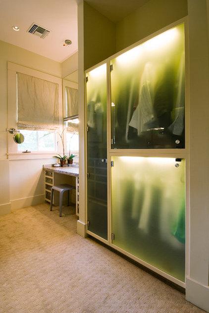 Contemporary Closet by NANO LLC