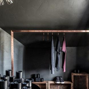 Cette photo montre un armoire et dressing industriel.